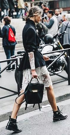 How To Wear Belts Paris Fashion Week / Street Style - Discover how to make the belt the ideal complement to enhance your figure. Street Style Chic, Street Style 2016, Looks Street Style, Street Look, Looks Style, Style Me, Street Wear, Girl Style, Mode Chic