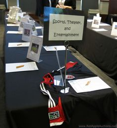 I like black tablecloths with white bid sheets.  It just looks clean.