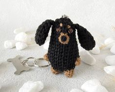 Charm black Dachshund, small Toy Dog with Keyring and bone pendant, funny Miniature Doxie, handmade for animal lovers Black Dachshund, Pet Accessories, Dog Toys, Bones, Crochet Earrings, Miniatures, Charmed, Pendant, Handmade