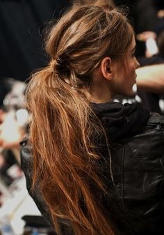 the trick to MASTERING the MESSY ponytail