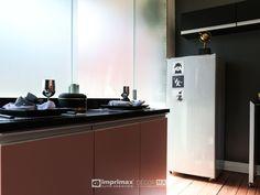 """Assista o sétimo episódio da série """"PROJETO CRIATIVO""""! A Imprimax forneceu espaço e materiais para que arquitetos e designers de interiores esbanjassem toda a sua criatividade, mostrando as possibilidades da utilização de vinis autoadesivos na decoração de ambientes. Confira agora o resultado incrível e conceitual que a design de interiores STELLA LINGUANOTTI criou. Double Vanity, Kitchen Cabinets, Designers, Bathroom, Home Decor, Vinyls, Architects, Creative, Creativity"""