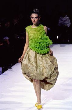 Comme des Garçons Spring 1997 Ready-to-Wear Fashion Show - Angela Lindvall (OUI)