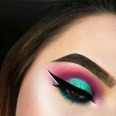Ultimate Step by Step Tutorial For Perfect Face Makeup Application Dramatic eye makeup look; pink and teal eyeshadow cut crease inspirationDramatic eye makeup look; pink and teal eyeshadow cut crease inspiration Dramatic Eye Makeup, Eye Makeup Tips, Makeup Goals, Skin Makeup, Makeup Inspo, Makeup Inspiration, Makeup Ideas, Makeup Tutorials, Teal Makeup