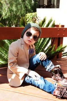 The cutest outfit EVER! Say whaaaat! love this kid Alonso Mateo