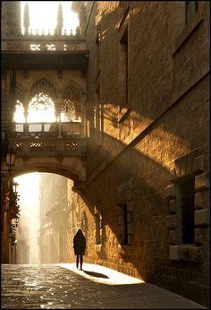 Light and Shadow, Barcelona, Spain. Parece un capitulo de La Sombra del…