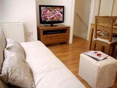 895.00 GBP  Camden Superior Canal #3  sleeps 8 in 4 beds (1 sofabed)  woonkamer lijkt beetje klein?  76sqm
