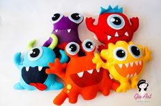Monstrinhos em feltro Elaborados em feltro com enchimento antialérgico Ideal para decoração e lembrancinhas de aniversário Little Monster Birthday, Monster Birthday Parties, Toy Art, Felt Crafts, Diy And Crafts, Crafts For Kids, Monster Party, Felt Pillow, Ugly Dolls
