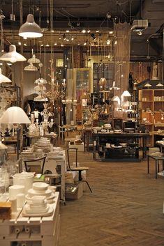 abc carpet & home in soho, nyc...6 floors of utter fabulousness! A ne pas manquer à Noël, pour ses décorations grandioses!!
