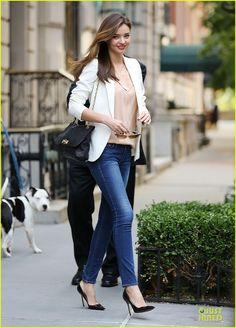 Miranda Kerr keeps it chic while out and about in New York City. #Hollywood #Fashion #Style