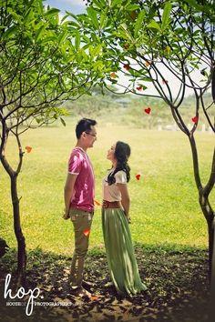 Heart autumn  Engagement ideas!! #engagement #prewedding #houseofphotographers