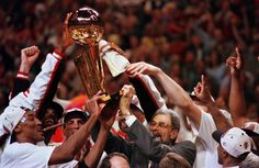 1996 Chicago Bulls holding up the Larry O'Brian trophy after winning the series in 6 games. Making history going 72-10 in the regular season