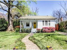Cute Ormewood Park bungalow in an awesome location, near your favorite dining, parks and nightlife!