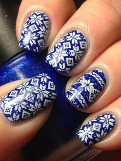 Canadian Nail Fanatic: (Toronto Maple Leaf) Sweater Nails
