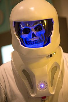 """Vashta Nerada (formerly known as """"Proper Dave"""") from Doctor Who episode """"Silence in the Library"""" cosplay Doctor Who Episodes, Bbc Doctor Who, Dr Who Costume, Mystique Costume, Silence In The Library, Vashta Nerada, Velma Dinkley, Torchwood, David Tennant"""