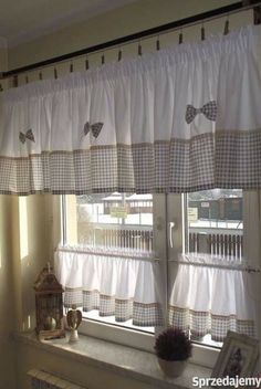 Classics, design or trend: the lights for the interior of the house adapt to your decor. Home Curtains, Country Curtains, Burlap Curtains, Valance Curtains, Blue Kitchen Curtains, Valances, Cortinas Country, Rideaux Design, Home Organization