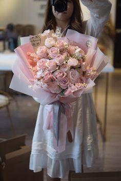 Pretty Flowers, Silk Flowers, Pink Flower Bouquet, Gift Bouquet, Luxury Flowers, Bouquets, Wrapping, Flower Girl Dresses, Wedding Dresses