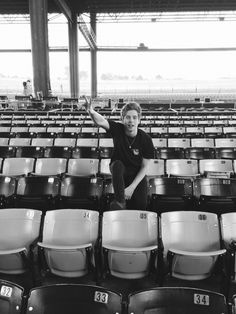 Hey I'm Luke. I'm 19 and single. I'm in 5sos. I Love to sing and play guitar.