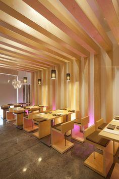 Sushi Pearl, on Avenida da Republica in Faro, is hip & cool, fun & yummy. Serving delicious sushi & delivering delightful dishes of architectural design. Japanese Restaurant Interior, Restaurant Interior Design, Restaurant Interiors, Timber Ceiling, Cafe Restaurant, Noodle Restaurant, Restaurant Ideas, Asian Restaurants, Retail Store Design