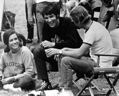 Elvis Presley with co-star Mary Tyler Moore and director William A. Graham on the set of the 1969 film 'Change of Habit' Mary Tyler Moore, Elvis Presley Movies, Elvis Presley Photos, Memphis, Rock N Roll, Change Of Habit, Tenis Converse, Pictures Of Mary, Elvis And Priscilla