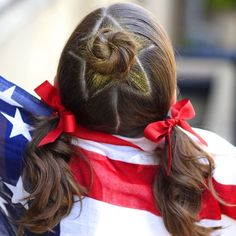 Back with another patriotic hairstyle with this #CGHStarBunCombo! {Video link ▶️ in profile.} Commenting LIVE on the video right now during PowerHour, so click that link! #4thOfJulyHair