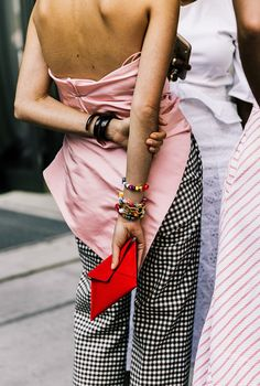 Chic pink outfit idea.