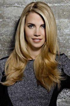 Ein Stufenschnitt verwandelt lange Haare in eine modische Mähne mit Schwung und Bewegung. Der Grund: Das Haar wird insgesamt leichter...