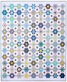 B is for Blues ~ A finished Hexagon Quilt © Red Pepper Quilts 2020 #redpepperquilts #englishpaperpiecing #hexagonquilt Patchwork Quilt, Hexagon Patchwork, Hexagon Quilt, Herringbone Quilt, Blues, Quilt Patterns, Quilting Ideas, Quilting Projects, Patchwork Patterns
