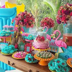 Love the bright colors! Aloha Party, Tiki Party, Festa Party, Luau Party, Flamingo Party, Flamingo Birthday, Luau Birthday, First Birthday Parties, Flamingo Neon