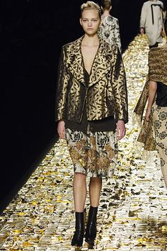 Dries Van Noten Fall 2006 Ready-to-Wear Collection Slideshow on Style.com