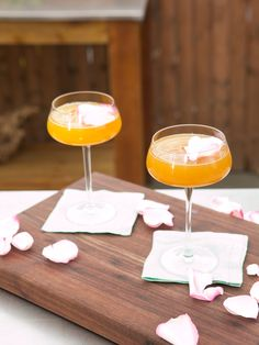Mother's Ruin recipe from Geoffrey Zakarian via Food Network (Season Mom) Sangria Cocktail, Wine Cocktails, Non Alcoholic Drinks, Refreshing Drinks, Yummy Drinks, Geoffrey Zakarian, Fruit Puree, Gourmet Cooking, Sparkling Wine