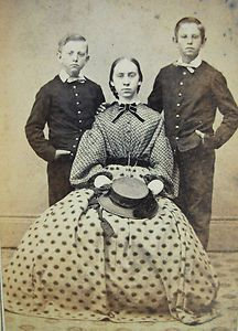 ANTIQUE CIVIL WAR ERA CDV PHOTO LOVELY YOUNG WOMAN & 2 HANDSOME BOYS IN UNIFORMS--love her prints