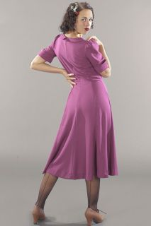 A favourite piece from last Autumn!  In this lovely every day dress you will feel comfortable and well dressed at the same time.  It has a horizontal cut under the bust, is fitted down to the waist and has vertical cuts that continue on the skirt. The ruffles under the bust emphasize the shape of the bust. The neckline is slightly rounded with a rounded collar. The sleeves have puffy shoulders and are folded up with a cuff. The dress has three buttons at the bust as a decorative detail and…