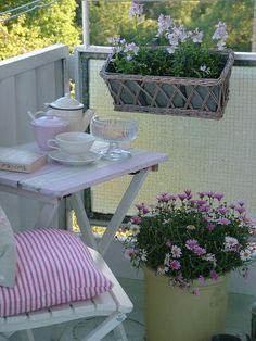 Balcones pequeños con mucho encanto - Decoración de Interiores y Exteriores - EstiloyDeco