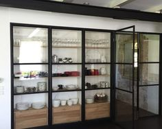 stalen-vitrinewand+deur-wesseling-2 Steel Windows, Steel Doors, Steel Wardrobe, Steel Stairs, Inside Doors, Glass Cabinet Doors, Glass Kitchen, Interior Architecture, Kitchen Design