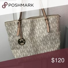 Michael Kors purse Like new... WILLING TO NEGOTIATE Michael Kors Bags Totes