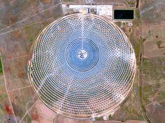スペインのセヴィーリャにある、ヘマソラール太陽熱発電所。