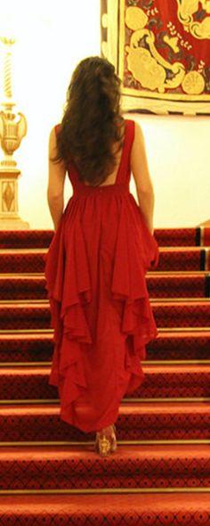 Beautiful dress! Love the layers, feels like a princess!