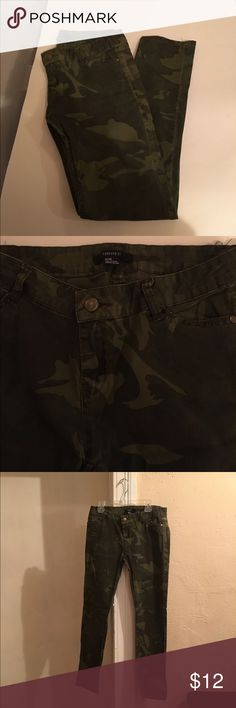 Camouflage Skinny Jeans FOREVER21 size Medium skinny jeans Forever 21 Jeans Skinny