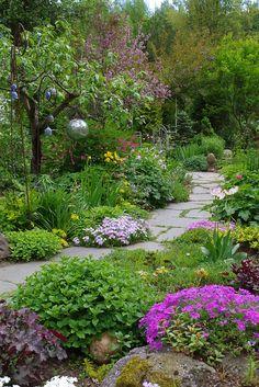 Cottage Garden Design, Small Garden Design, Garden Paths, Lawn And Garden, Amazing Gardens, Beautiful Gardens, Shade Garden, Dream Garden, Garden Planning