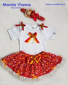 Caipira bebê vermelha floral 1 unidade disponível tamanho 1 ano. Única unidade. - 97E253 Baby Girl Skirts, Tutu, Chloe, Diy And Crafts, Rompers, Popular, Sewing, Womens Fashion, Dresses