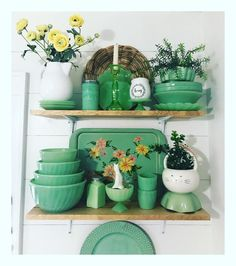 ✳️Putting my kitchen back together after the holidays. 💚 I added a few new things to my favorite shelves! Vintage Dishes, Vintage China, Vintage Green, Vintage Kitchen, Vintage Glassware, Green Kitchen, Kitchen Decor, Decor Interior Design, Interior Decorating