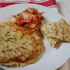Korean pancakes can be filled with an array of ingredients, including veggies or kimchi. Use gluten-free flour and tamari. Cabbage Recipes, Wine Recipes, Asian Recipes, Cooking Recipes, Ethnic Recipes, Korean Dishes, Korean Food, Vegetarian Cabbage, Gastronomia