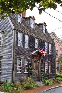 A Walking Photo Tour of Portsmouth, NH – architecture Historic New England, New England Homes, New England Style, Historic Homes, England Houses, Saltbox Houses, Old Houses, Primitive Homes, Primitive Bedroom