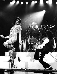 Freddie Mercury & Brian May of Queen Photo: Paul McAlpine John Deacon, Queen Freddie Mercury, Glam Rock, Great Bands, Cool Bands, I Love Music, Music Is Life, Elvis Presley, Jorge Guzman