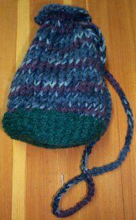 Woven Flat Bottom Round Bag using a nifty knitter
