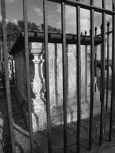 A tomb in All Saints Church yard Frindsbury Kent [shared]
