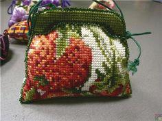 Strawberries. No color chart.   сумочка-игольница схемы: 6 тыс изображений найдено в Яндекс.Картинках
