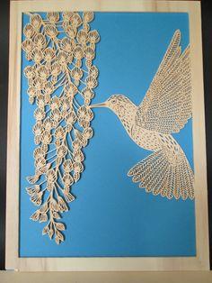 HUMMINGBIRD Traforo su legno di un lavoro di paper cutout di Pippa Dyrlaga