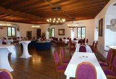 Restaurant in der Schattenburg Gala Dinner, Feldkirch, Restaurant, Table Decorations, Furniture, Home Decor, Indoor Courtyard, Shadows, Drinking