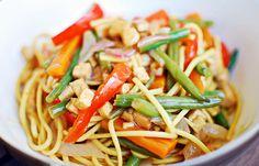 Super simple vegan veggie and tofu noodles Tofu Noodles, Vegan Recipes Easy, Super Simple, Spaghetti, Veggies, Ethnic Recipes, House, Food, Easy Vegan Recipes